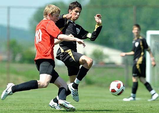 NIKE CUP 2011.május 7-8.FELCSÚT!Veretlenül az 5.helyen!Rácz Barni a legjobb játékos!lsd.Fotó